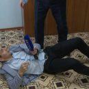 В России чиновник повалил журналиста государственного телеканала (видео)