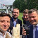 Шаурма так шаурма: Зеленский перекусил на заправке «символом Киева»
