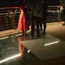 Трещит по швам: очередное стекло разбилось на мосту Кличко в Киеве