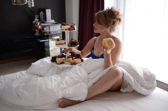 Елена Кравец удивила поклонников фото в постели