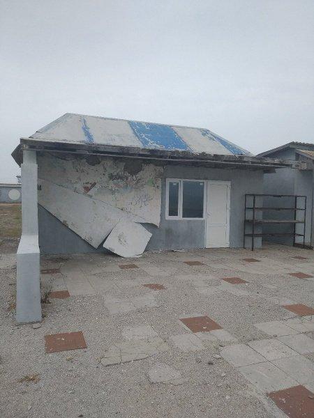 Пустота и разруха: как выглядят популярные пляжи Крыма в начале лета (фото)