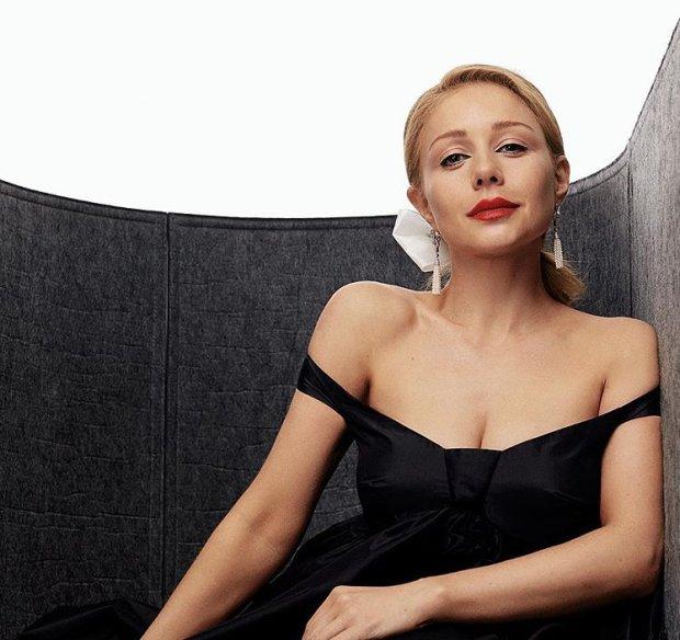 Тина Кароль засветила грудь в пикантной фотосессии