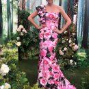 Розовая леди: Катя Осадчая восхитила стройностью в вечернем цветастом платье