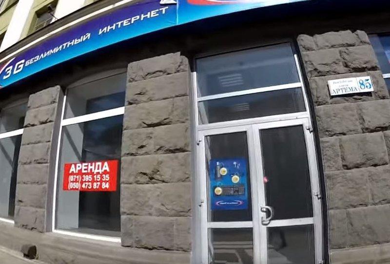 Мертвые для бизнеса: как сейчас выглядят центральные улицы Донецка (фото)