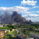 Во Львове на территории вокзала тушат мощный пожар (видео)