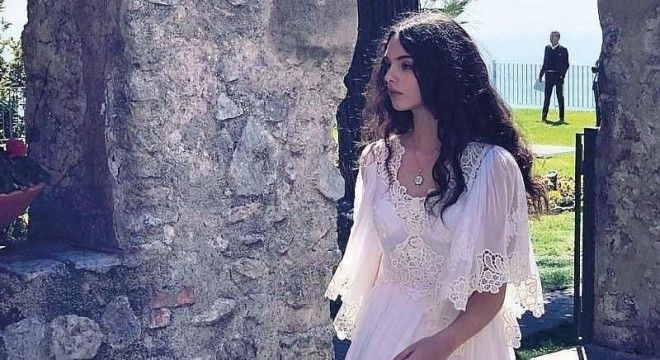 14-летняя дочь Моники Беллуччи завораживает: девушка невероятно красива