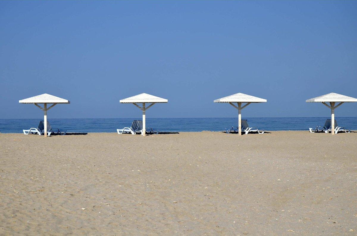 Такого не покажут по росТВ: в сети сравнили фото пляжей Крыма и Бердянска
