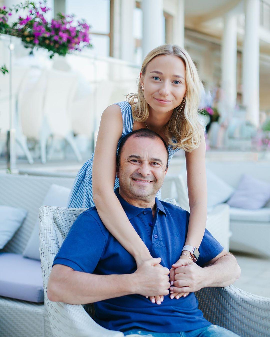 Молодая невеста Виктора Павлика показала новое фото с певцом