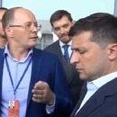 «Вы хотите нас всех построить?» В Николаеве директор аэропорта «наехал» на Зеленского