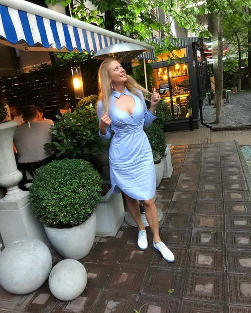 У сукні з глибоким декольте: Тетяна Литвинова підкорила новим образом