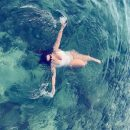 Солістка гурту KAZKA показала фігуру в купальнику