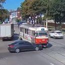 Найди все нарушения на видео: В Каменском произошло показательное ДТП с трамваем