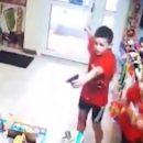 «Обычное детство в Екатеринбурге»: в России двое второклассников напали на магазин с игрушечным пистолетом