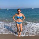 Ведущая Катя Осадчая показала чувственные фото с пляжа