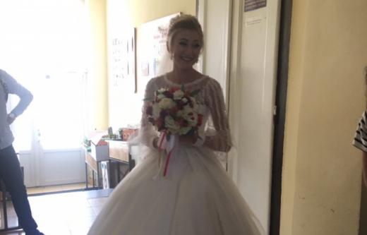Курйоз дня: на вступний іспит до закарпатського вишу дівчина прийшла просто з весілля