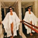 Ще ого-го: 63-річна мати сестер Кардашян показала фігуру в білому купальнику