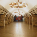 У центрі Києва чоловік впав під потяг у метро: все потрапило на відео
