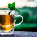 Эксперты назвали напиток, который убережет от старости: «пить по восемь чашек»
