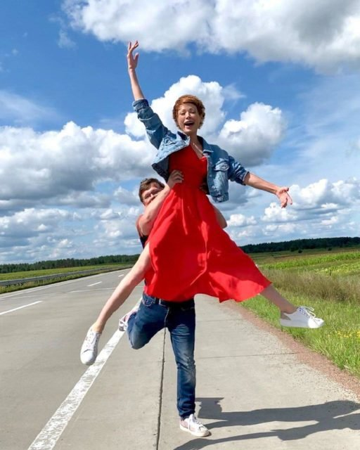 Елена-Кристина Лебедь показала, как отдыхает с Розенко на озере (фото)