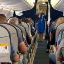 Стюардесса спела пассажирам самолета Гимн Украины (видео)