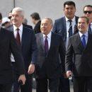 Комплекс Путина: Медведева высмеяли из-за махинаций с ростом