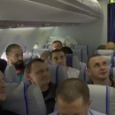 Такого не покажуть по ТБ: у мережі показали, що відбувалося на літаку зі звільненими полоненими
