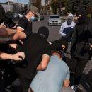 В Харькове толпа парней жестоко избила подростка из-за участия в прайде: опубликовано видео