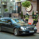 В центре Киева мужчина умер за рулем едущего Mercedes (видео)