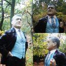 На Кобзона похож: в сети высмеяли памятник Петру Порошенко в Запорожье