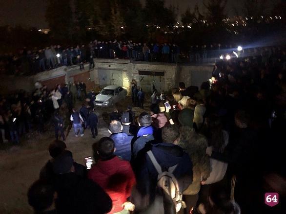 В РФ разъяренная толпа попыталась устроить самосуд над убийцей девятилетней девочки (фото)
