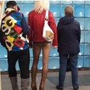 По харьковскому метро разгуливала женщина без юбки и насмешила Сеть