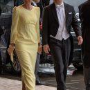 Нежность и грация: Елена Зеленская в желтом платье и перчатках затмила красотой