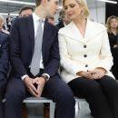 В белом элегантном жакете: Иванка Трамп на встрече с генеральным директором Louis Vuitton (фото)