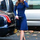 Тричі мама Кейт Міддлтон показала ідеальну фігуру у синій сукні (фото)