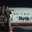 Появилось видео загоревшегося украинского самолета SkyUp (видео)