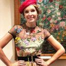 Катя Осадчая позировала в прозрачном наряде от украинского дизайнера