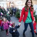 Кейт Миддлтон посетила ферму в «рождественском» наряде