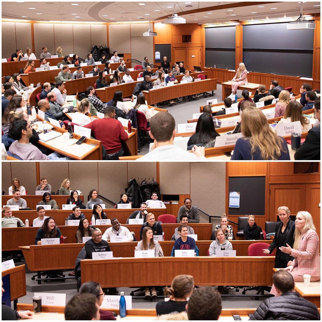 Сногсшибательная училка: как красавица Линдси Вонн читала лекцию на столе в Гарварде