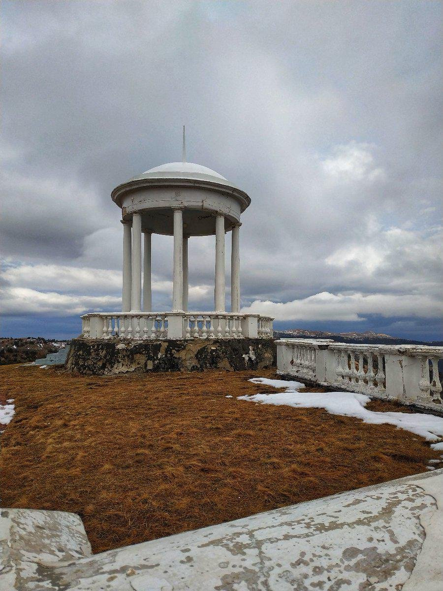 Зима наступает: появились интересные фото гор в Крыму