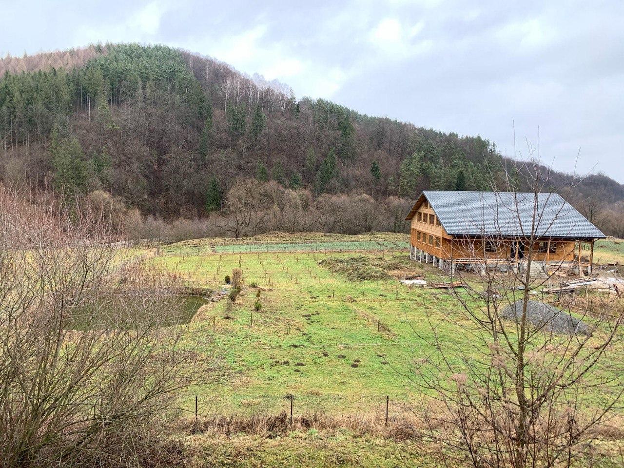 Казак Гаврилюк построил в Карпатах дом у озера - СМИ