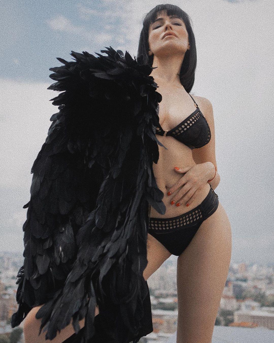 У білизні і з крилами: Даша Астаф'єва поділилась пікантними фото