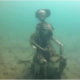 Курьез дня: в США дайвер обнаружил на дне озера скелетов, пьющих чай