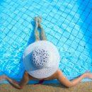 Сеть рассмешила чиновница, которая не плавает в бассейне из-за боязни забеременеть